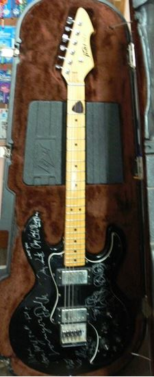 Picture of PEAVEY T-60 AUTOGRAPHED GUITAR BY ENUFF Z'NUFF