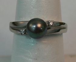 Picture of 10K WHITE GOLD RING WITH BLACK PEARL AND DIAMONDS SZ-6.5 2.7G