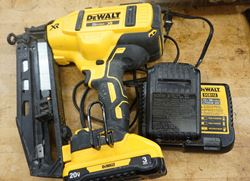 Picture of DEWALT DCN660 Cordless Angled Finish Nailer Kit - 20V