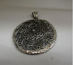 Picture of STERLING SILVER ROUND PENDANT 17.8 GR  MINT CONDITION.
