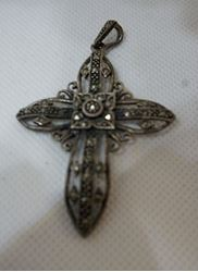 Picture of STERLING SILVER MARCASITE  VINTAGE CROSS 8.5 GR