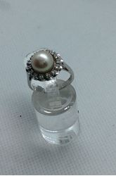 Picture of 14kt white gold fashion ring with 15 round diamonds and 8.5 mm Pearl