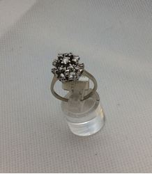 Picture of 14kt white gold ladies ring with 19 round diamonds 0.50 carat  4.7 gr total weight pre owned. 8053300-1.