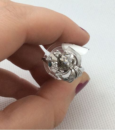 Picture of  14kt white  gold antique ring 4.9 gr 7 diamonds ( 1 diamond 25pts ) w 6 diamonds 0.03 pts  total weight 43pts .each size 7.5.