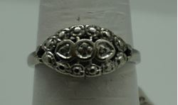 Picture of 10KT WHITE GOLD RING 2.5GR W 3 SMALL DIAMONDS SIZE 7 VERY GOOD CONDITION. PRE OWNED . 849989-1.