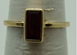 Picture of 10kt yellow gold ring with garnet color stone size 6.25 2.3 gr 824514-5