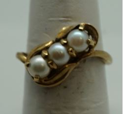Picture of 10kt yellow gold fashion ring with pearls size 6 pre owned .3 pearls X 4.5 mm. Total weight 2.8 gr . 845765-1.