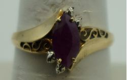 Picture of 10kt yellow gold ring with red margie stone size 8.25 2.0gr very good condition . pre owned. 852046-1.