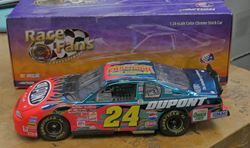 Picture of 1/24 JEFF GORDON #24 DUPONT HALF CLEAR CAR 2001 ACTION NASCAR . NEW . IN BOX.