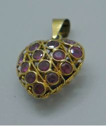Picture of 18 KT YELLOW GOLD HEART SHAPED PENDANT WITH SAPPHIRES AND RUBIES. 1.1 GRAMS. PRE OWNED. VERY GOOD CONDITION.
