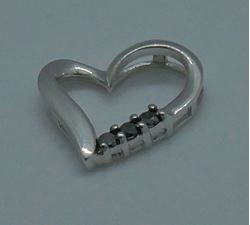 Picture of 10kt white gold heart pendant  with 3 black diamonds 0.9 grams 825641-2